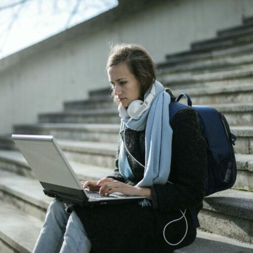 Czy na studia kupić plecak czy torbę? Jak wybrać odpowiedni bagaż dla studenta?